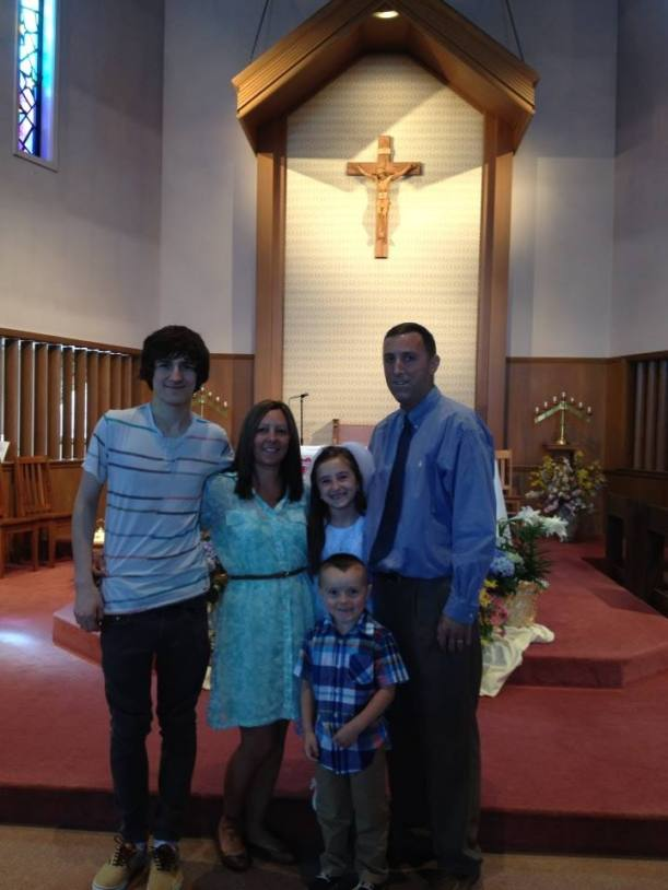 Todd Gully, his wife Amber and their three children.